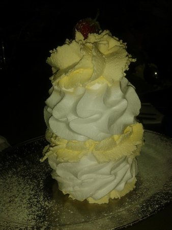 Pauline's Creamery : Just a small low calorie meringue!
