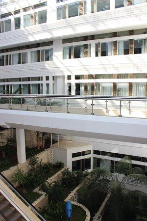 Comfort Hotel Xpress Stockholm Central: pation intérieur sous verrière