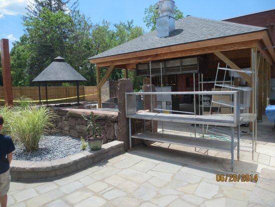 Taino Smokehouse: new patio area