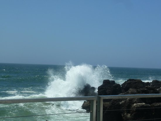 Farol Hotel: crashing waves
