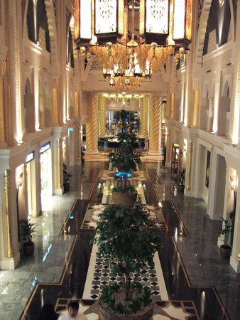 Jumeirah Zabeel Saray: View towards the lobby area