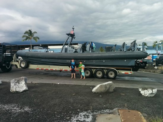 Wild Hawaii Ocean Adventures (WHOA): Navy Seal Boat size perspective