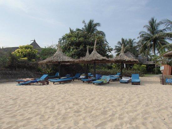 Bao Quynh Bungalow: Пляж отеля