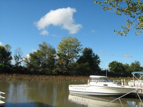White Caps Motel: boat docks available