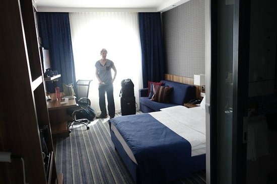Holiday Inn Express Bremen Airport: I think it's one of their very smallest rooms, but very comfortabble.