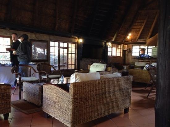 Ravineside Lodge: main lodge lounge