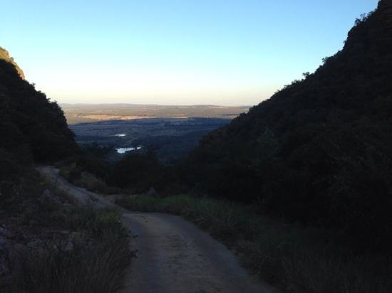 Ravineside Lodge: game drive from enscarpment to plains