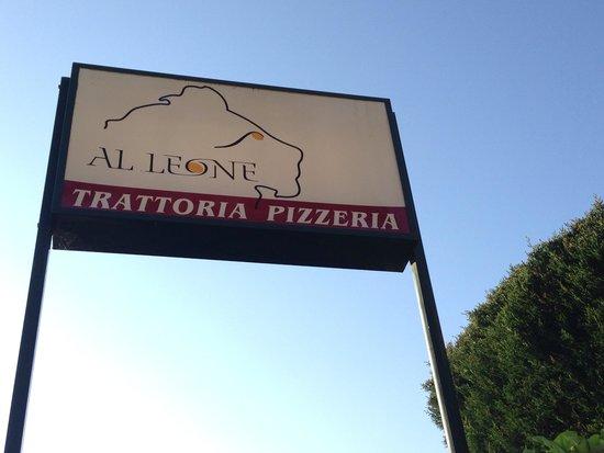 Al Leone : Insegna