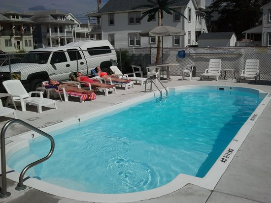 Crestview Inn : Spent many relaxing hours by the pool.