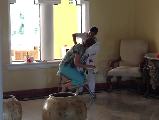"Casa Velas: Free ""Welcome home"" mini-massage at check in."