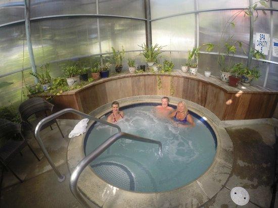 Stanford Inn by the Sea: Hot - tub, pool & spa covered