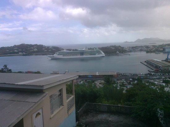 Rendezvous Resort : A cruise ship in Castries