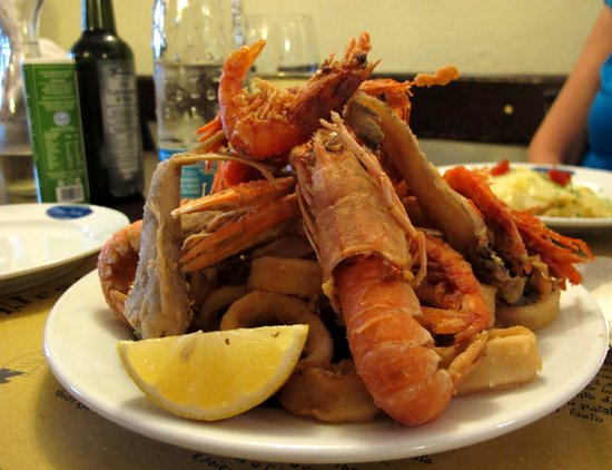 Antica Osteria di Vico Palla: How's that for an imperial dish of fresh fried fish ?!