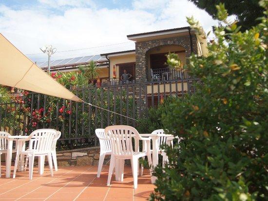 Hotel Liliana : jardin