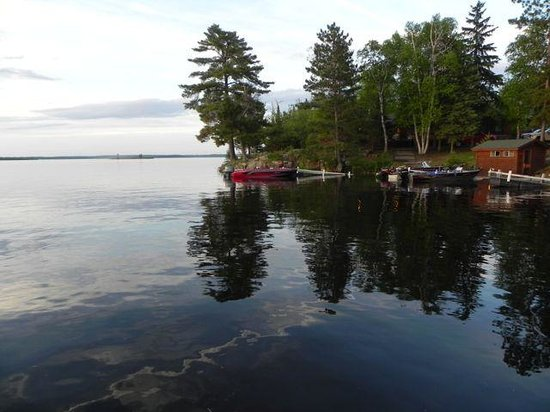 Northern Lights Resort & Outfitting: More dock view - the dock is an amazingly place at sunset