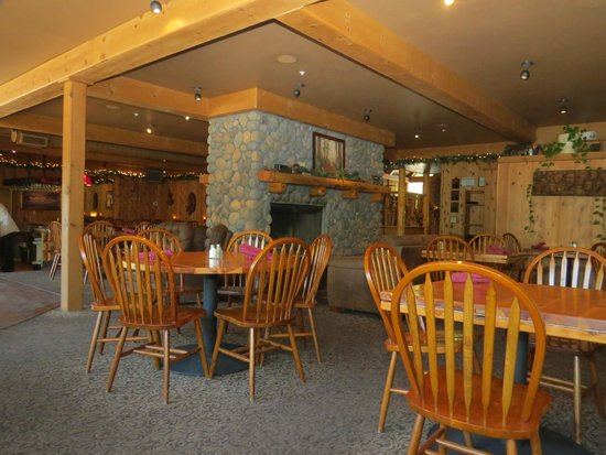 Callahan's Mountain Lodge Restaurant: Indoor dining offers a great ambiance for any meal time