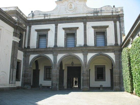 Certosa e Museo di San Martino : Spazio antistante la chiesa