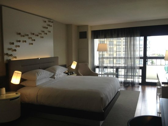 Waterstone Resort & Marina Boca Raton - a DoubleTree by Hilton Hotel: Bedroom