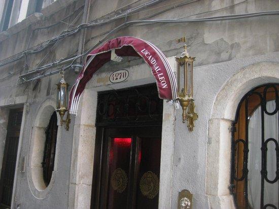 Locanda al Leon: Front Door