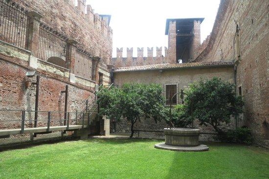 Museo di Castelvecchio: Hidden courtyard