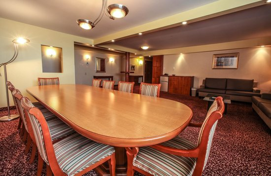 Hotel Espresso Montreal Centre-Ville/Downtown : Executive Suite Conference Table