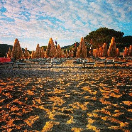 Spiaggia di Lacona: Lo stabilimento Bagni Orano nel Golfo di Lacona