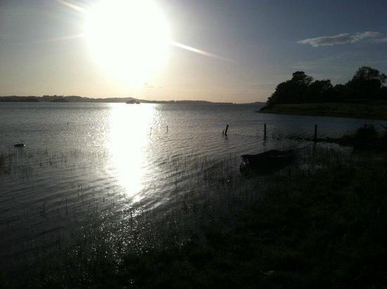 Lough Owel Lodge: Sunset at Lough Owel (at 10 pm!)