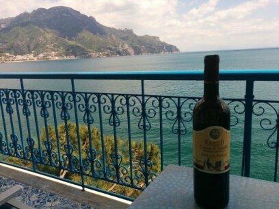 Villa San Michele: Enjoying a glass of wine and *that* view