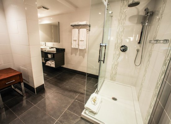 Hotel Espresso Montreal Centre-Ville/Downtown : Executive Suite Bathroom 742