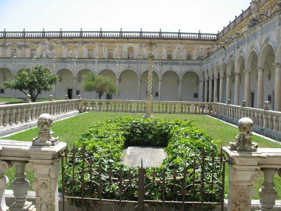 Certosa e Museo di San Martino Napoli: Il Chiostro Grande