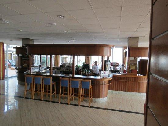 Hotel Las Arenas: bar area