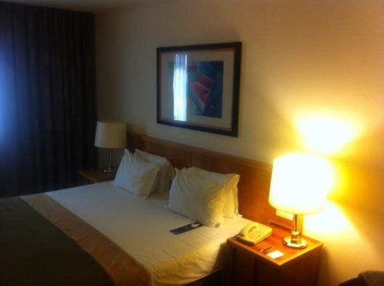 Radisson Blu Hotel, Lisbon: massive bed
