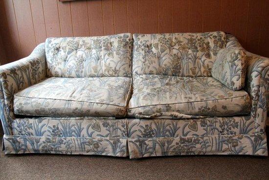 Veterans On The Lake Resort : Poor used furniture :(