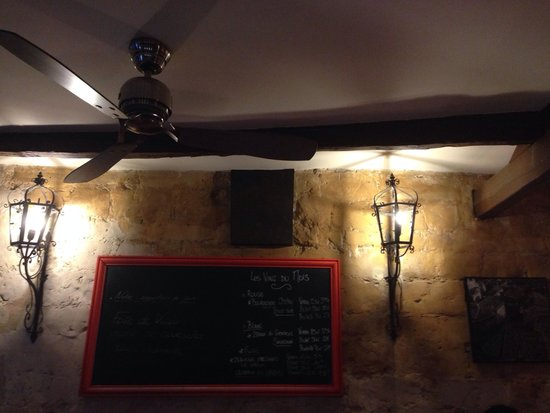 Bistrot des Vignes : Specials are written on the board.