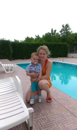 Oasis Bb My Wife And Son At The Pool