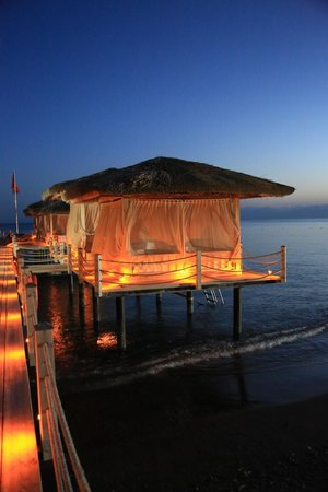 Maxx Royal Belek Golf Resort: Pont sur la mer