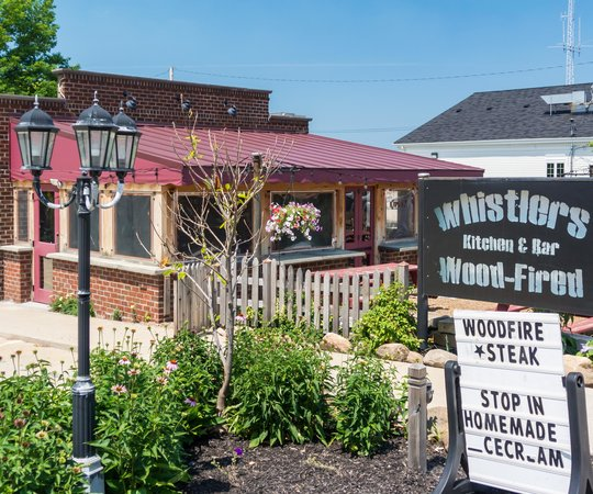 Whistlers Kitchen and Bar: Whistlers on North Side of Detroit Road