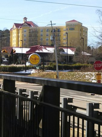 Homewood Suites by Hilton Raleigh Crabtree Valley : Closer look from bridge