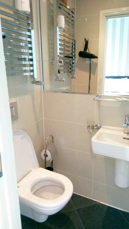 MStay 146 Suites: Small bathroom, but clean and modern