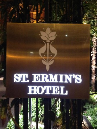 St. Ermin's Hotel, Autograph Collection: Sign & logo of St. Ermin's