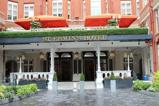 St. Ermin's Hotel, Autograph Collection: Front entry during day