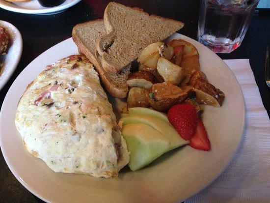 Zaftigs Delicatessen : breakfast veggies omelette