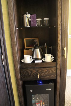 St. Ermin's Hotel, Autograph Collection: Tea/Coffee Maker in the room