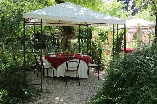 Villa Taticchi : table for six