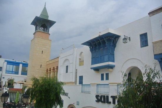 Hotel Diar Lemdina : территория отеля ( башня - это музей 3-х цивилизаций )