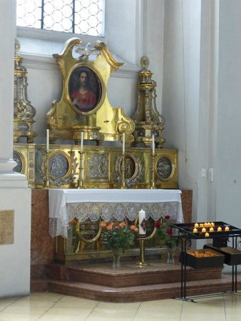 Holy Ghost Church: Altar