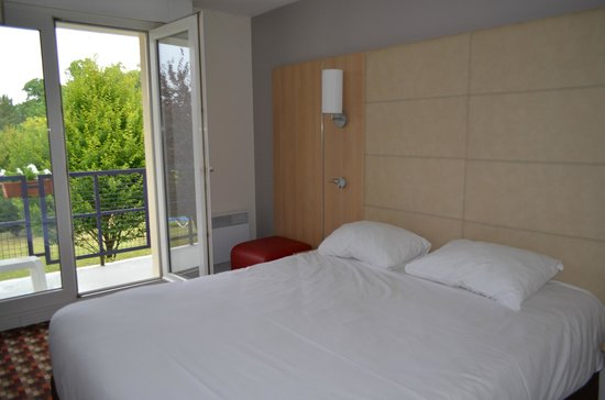Ibis Styles Chinon: Grand lit