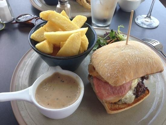 Linen Hill Kitchen & Deli: Bacon & cheese burger chips pepper sauce, onion rings and salad.