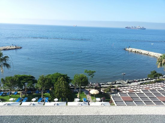 Crowne Plaza Limassol: sea view