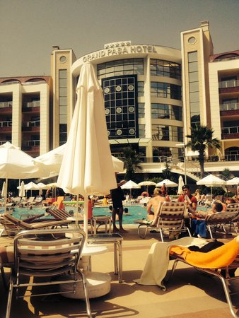 Grand Pasa Hotel: By the pool